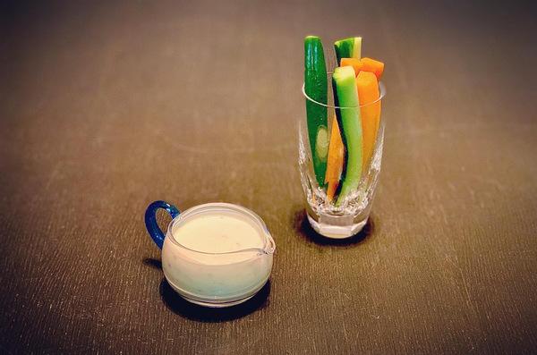 からし酢みそで野菜のディップソース